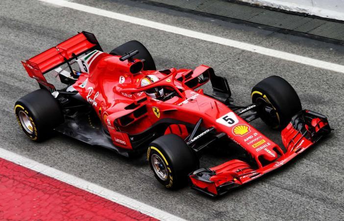 Vettel-Ferrari-SF71H-Barcelona-F1-2018-pitlane.jpg